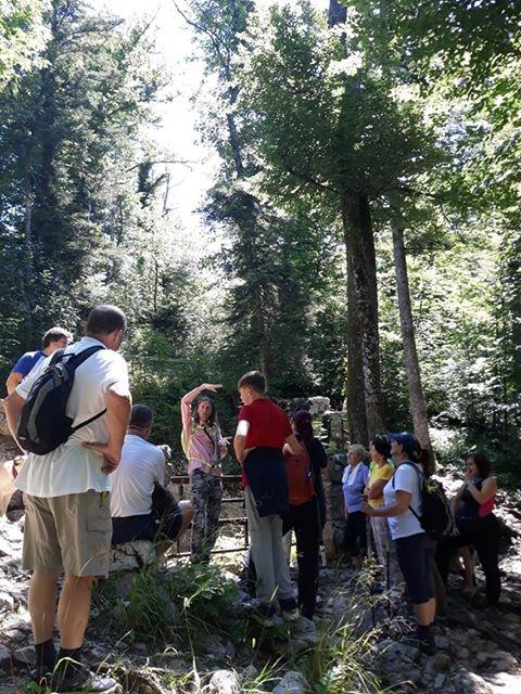 Minuli konec tedna so se obiskovalci z vodičem odpravili v Rakov Škocjan. Foto Mitja Fajdiga