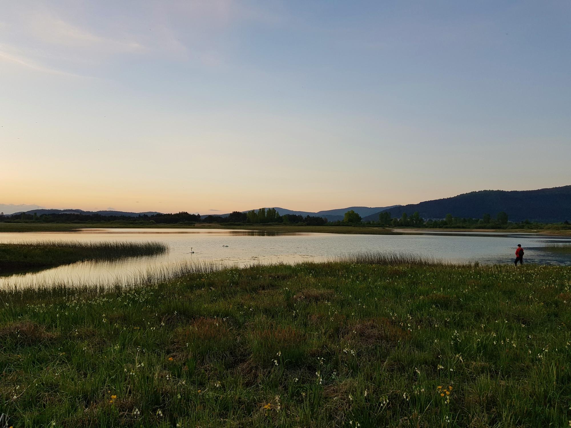 Večerni pogled na jezero s Skadulce. Foto Eva Kobe