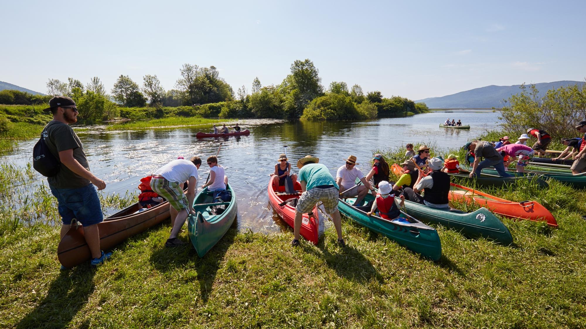 S kanujem po jezeru - ena od glavnih aktivnosti na Cerkniškem jezeru tudi v letu 2030