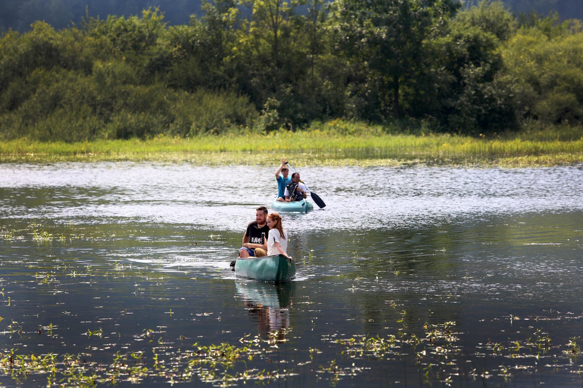S čolnom po presihajočem jezeru