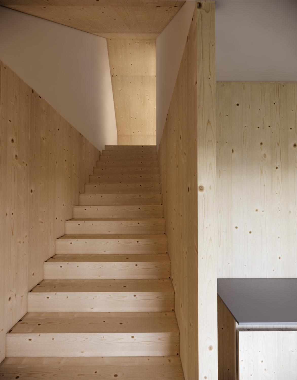 V zgornje nadstropje bodo vodile stopnice