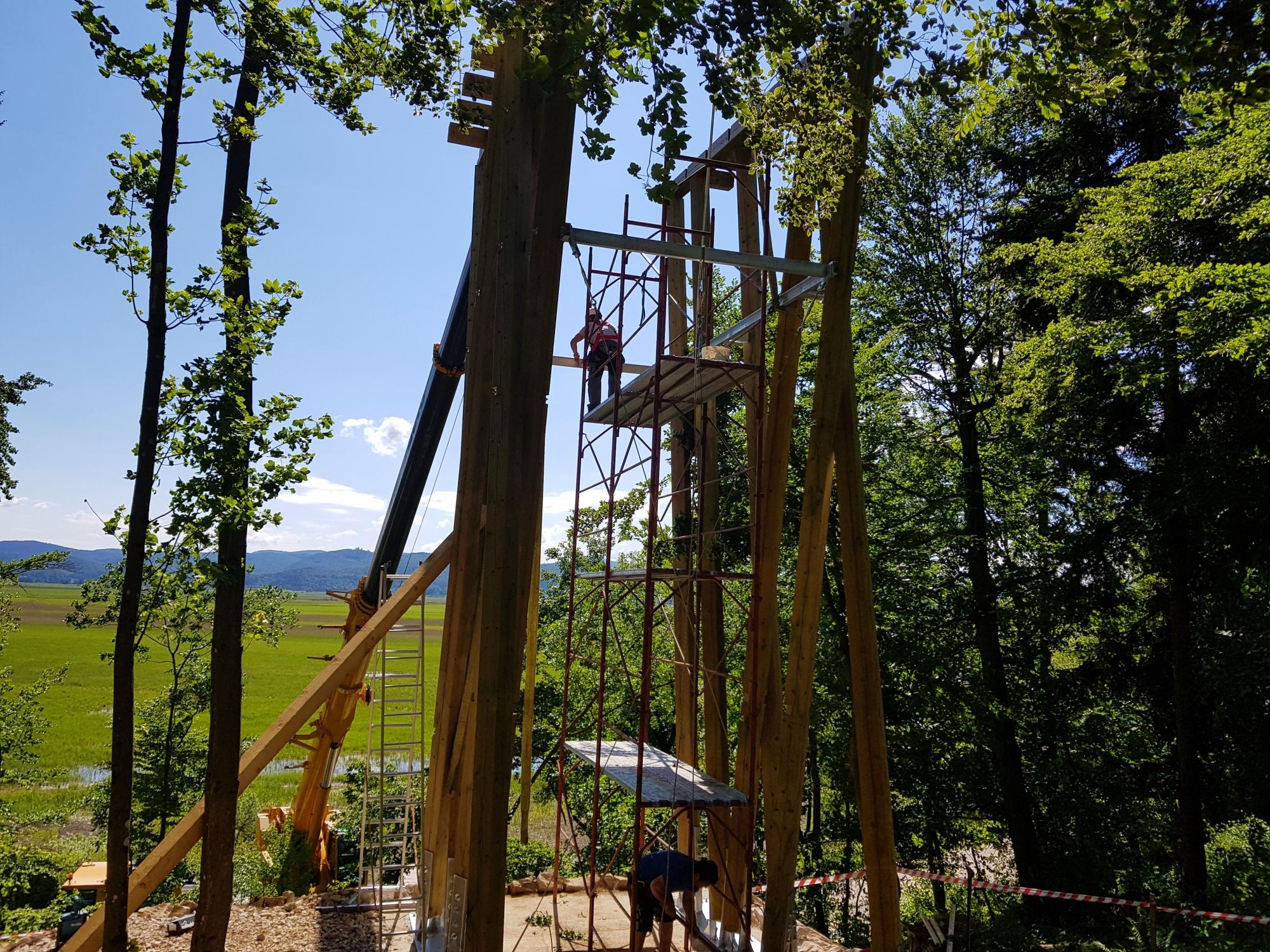 Mogočen Stolp nad Cerkniškim jezerom