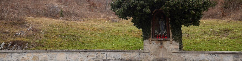 Dobška lokev s kapelico Lurške matere božje
